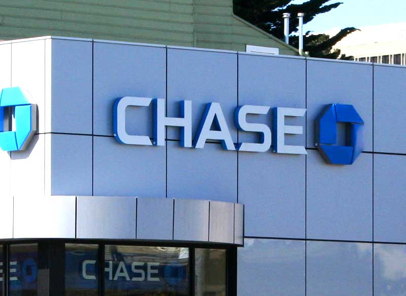 Apr 18,  · JPMorgan Chase, America's largest bank, is opening its first consumer banking branches in the D.C. area as part of an aggressive push to .