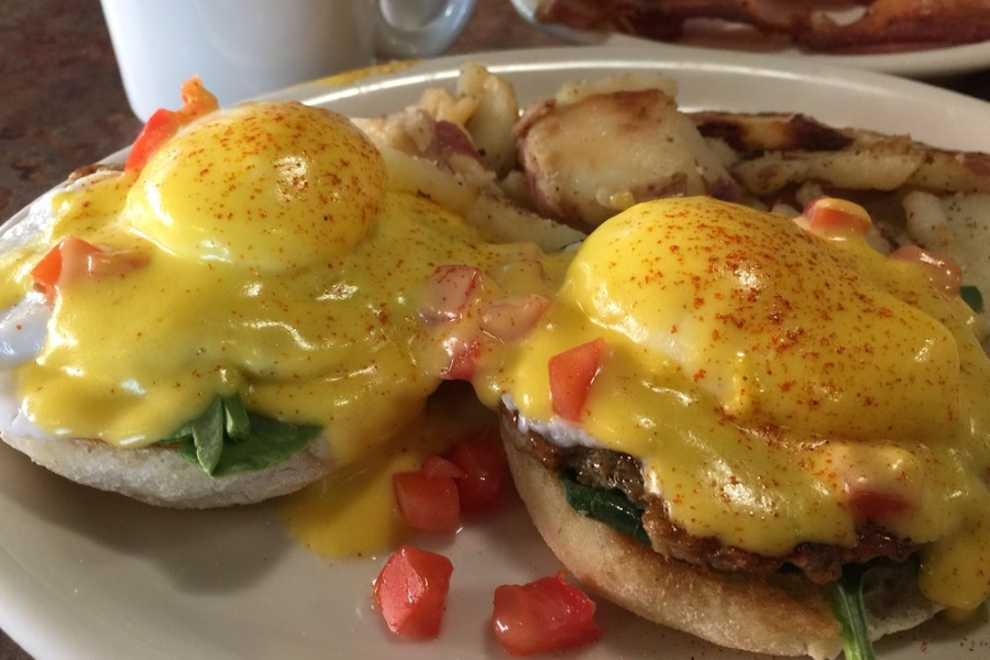 huckleberrys Brews, Brunch And Bay Scallops: Whats Heating Up Sacramentos Food Scene This Month