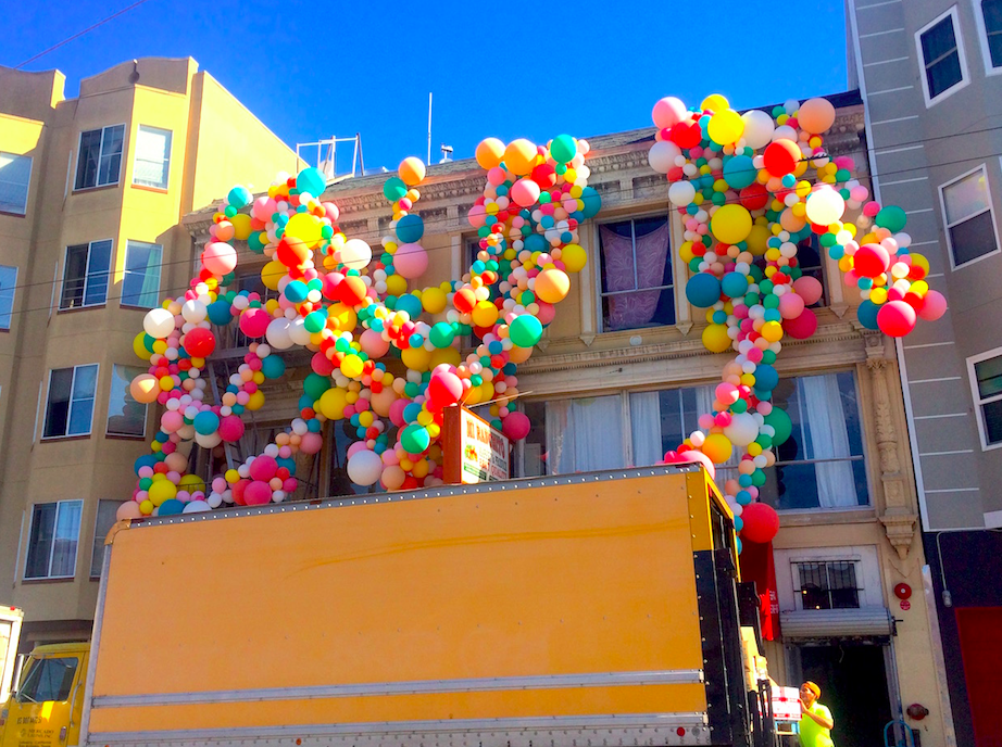 5000 Balloon Art Installation Pops Up at 18th