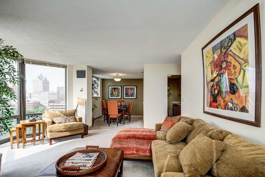 The cheapest apartment rentals on the market in Juneau Town, Milwaukee