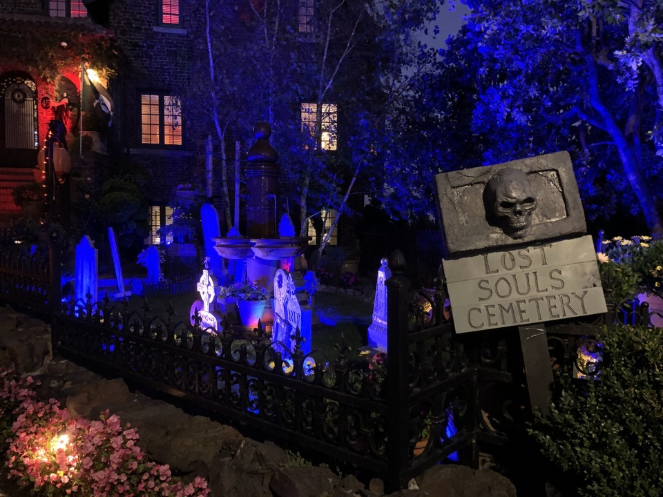 Tombstones, severed heads and more: 2 Castro-area homes go all out with their Halloween displays