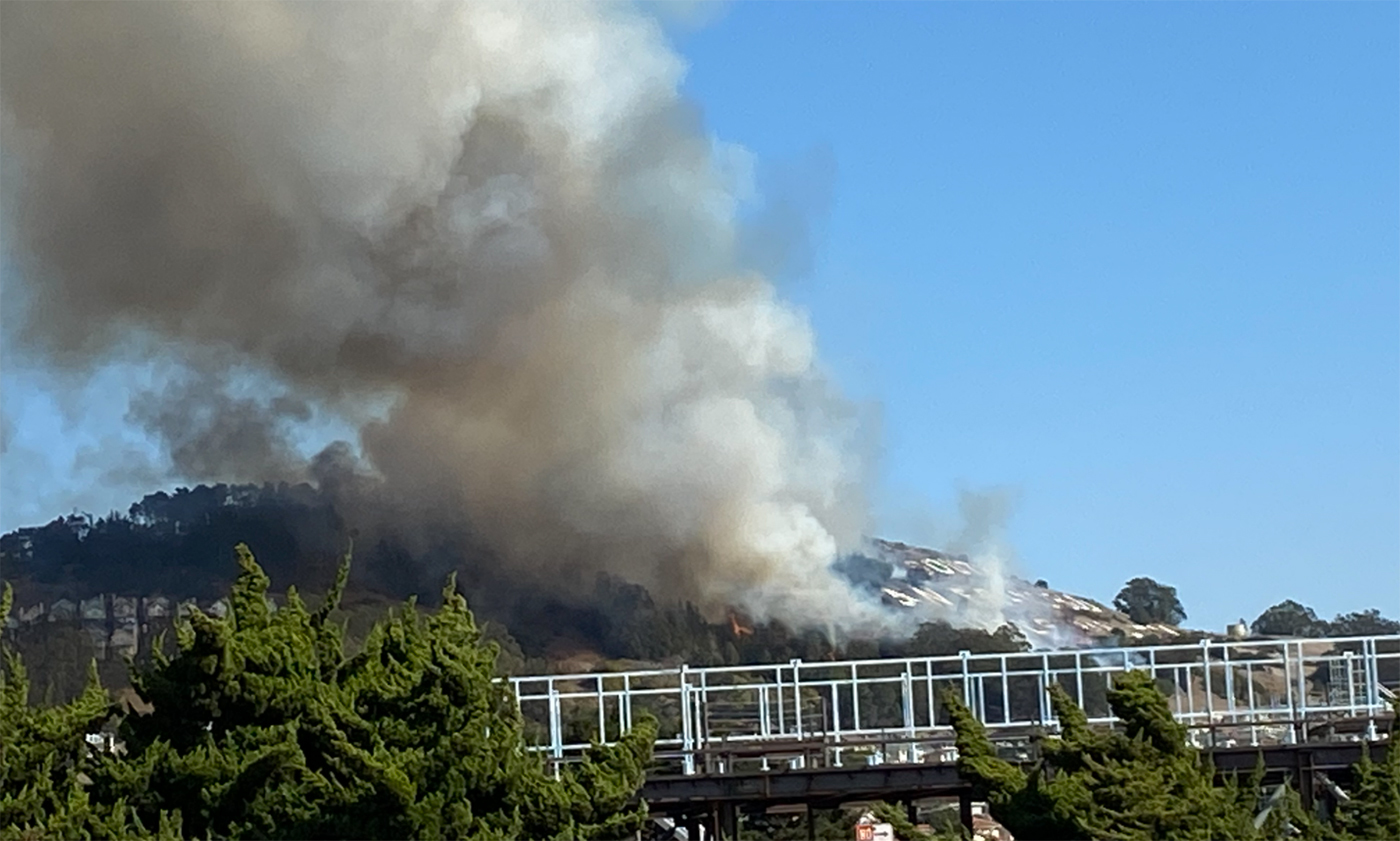 Wildfire threatens homes in South San Francisco
